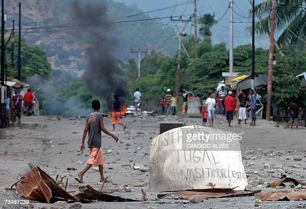 A placard reading 'Australia and Portugal are invading East Timor' set up by East Timorese civilians lies on a road in Dili 05 March 2007 in protest...