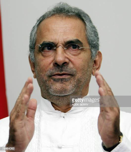 East Timor presidential runoff candidate Jose Ramos-Horta talks to journalists during a press conference in Dili, 12 April 2007. Ramos-Horta said the...