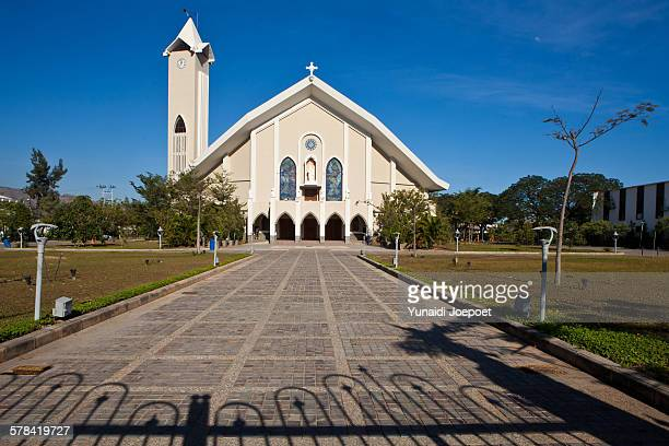 dili immaculate conception cathedral, east timor - timor oriental fotografías e imágenes de stock