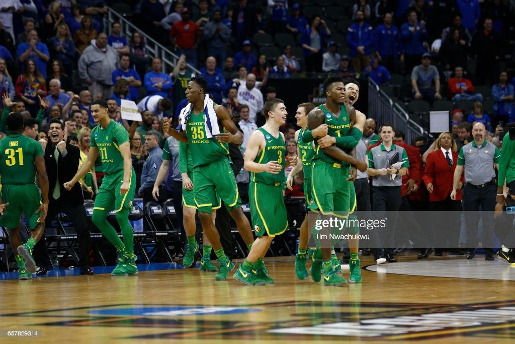 NCAA Basketball Tournament - Midwest Regional - Kansas City : News Photo