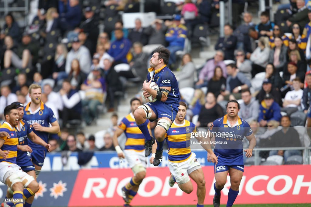 Dillon Hunt of Otago takes the high ball during the round eight Mitre 10 cup match between Otago and Bay of Plenty at Forsyth Barr Stadium on October 7, 2017 in Dunedin, New Zealand.