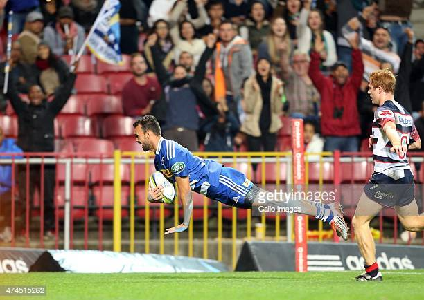 Dillyn Leyds of the Stormers scores during the Super Rugby match between DHL Stormers and Melbourne Rebels at DHL Newlands Stadium on May 23 2015 in...