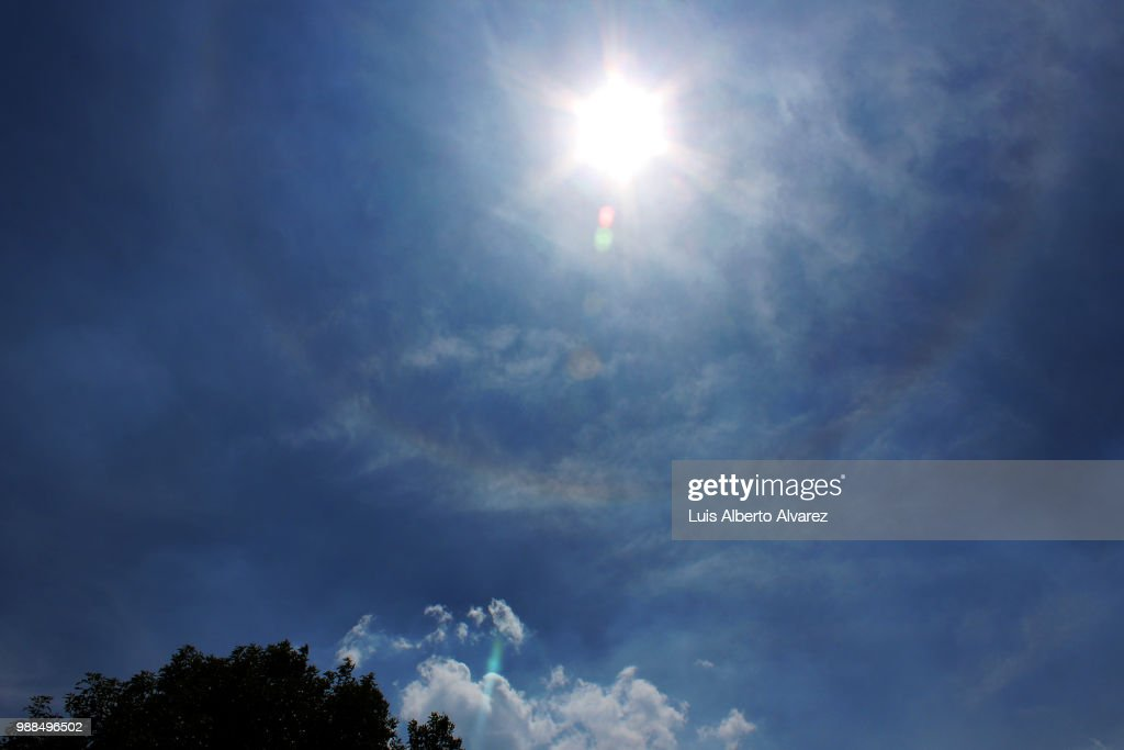 Dim Solar Halo Tenue Halo Solar High Res Stock Photo Getty Images