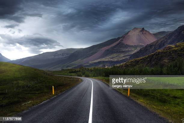diminishing perspective of circle road in iceland - empty road stock pictures, royalty-free photos & images