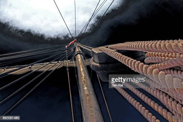 diminishing perspective of mast of a sailing ship - tuig mast stockfoto's en -beelden