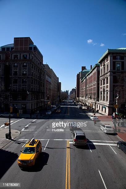 Diminishing perspective view of New York City street