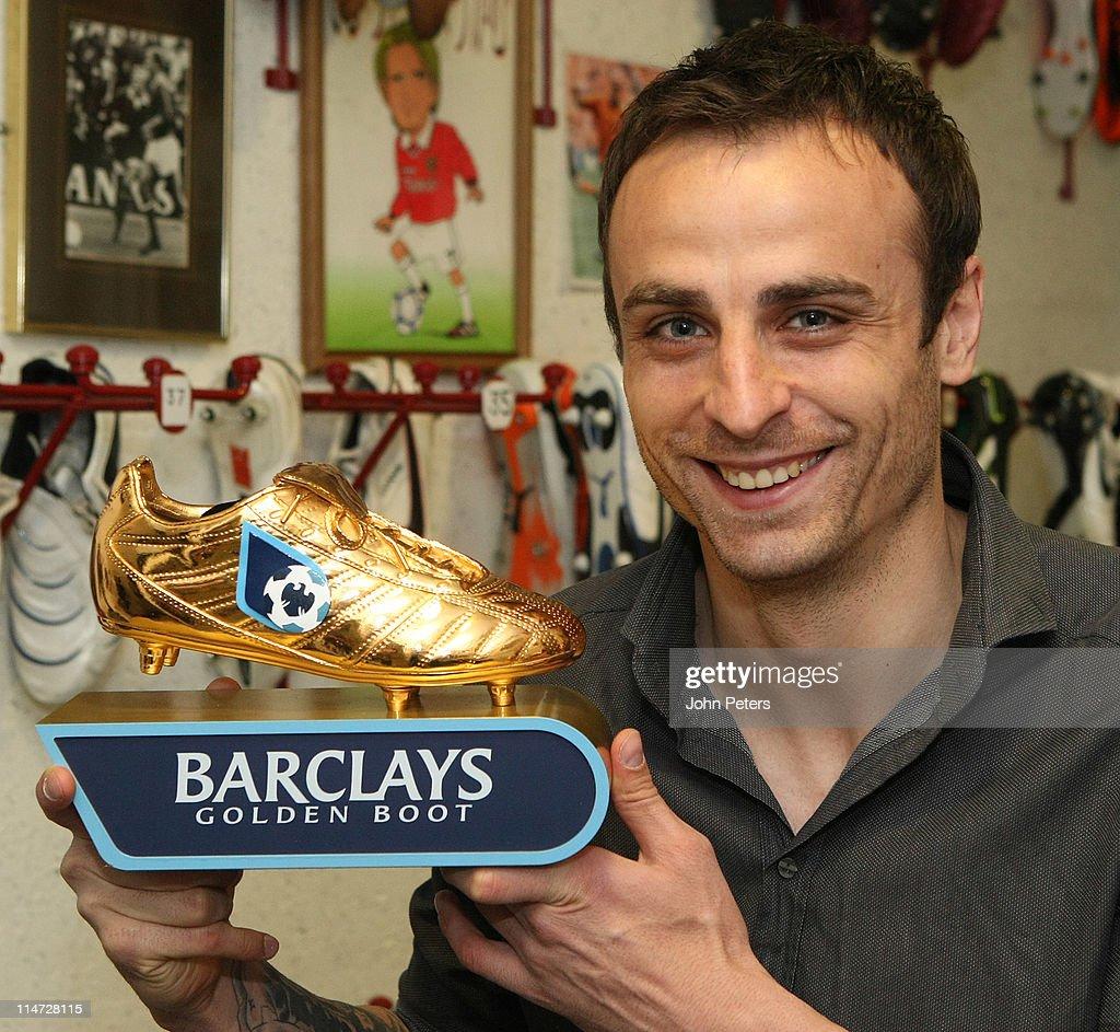 Dimitar Berbatov Presented With Barclays Golden Boot Award