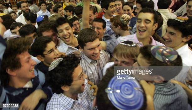 Dimitiry Salita gives a motivational speech to Jewish students at the Frisch School on December 28 2005 in Paramus New Jersey
