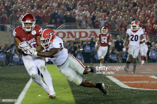Dimitri Flowers of the Oklahoma Sooners catches the 11 yard pass from Baker Mayfield in the 2018 College Football Playoff Semifinal Game against the...