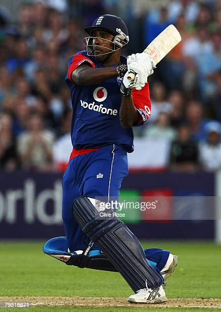 Dimitri Mascarenhas of England pulls the ball during the Twenty20 International between New Zealand and England at Eden Park on February 5 2008 in...