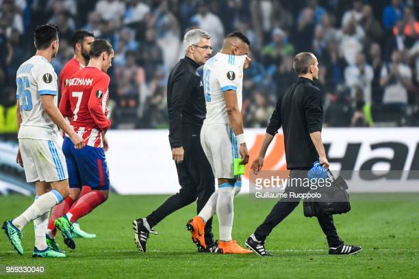 Dimitri Payet of Marseille leaves the pitch injured during the Europa League Final match between Marseille and Atletico Madrid at Groupama Stadium on...