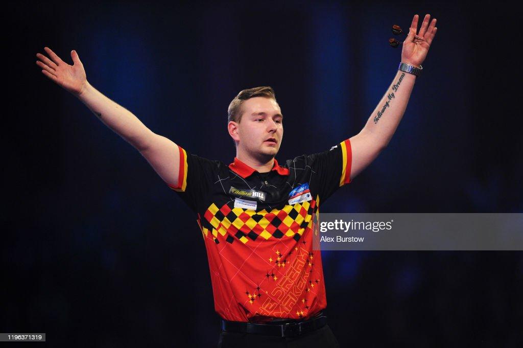 2020 William Hill World Darts Championship - Day 13 : News Photo