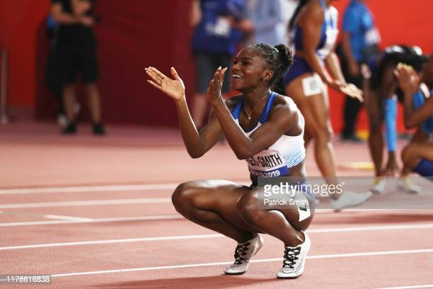 Dina Asher-Smith of Great Britain celebrates after winning gold in the Women's 200 metres final during day six of 17th IAAF World Athletics...