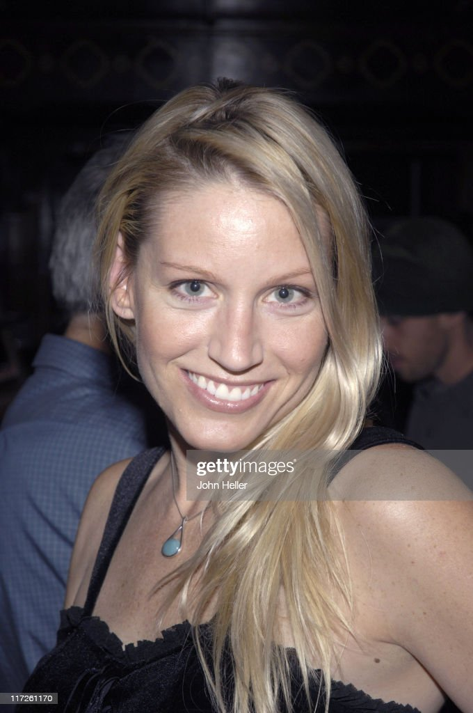 Dina Brokaw during Mindy's Memory Primate Sanctuary Benefit - November 22, 2005 at Laughter Factory in Los Angeles, California, United States.