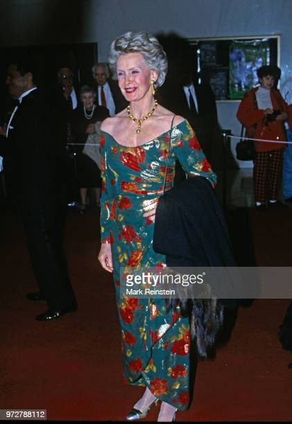 Dina Merrill arrives at the John F Kennedy Center For The Prefroming Arts to attend the annual Kennedy Center Honors program Washington DC December 3...