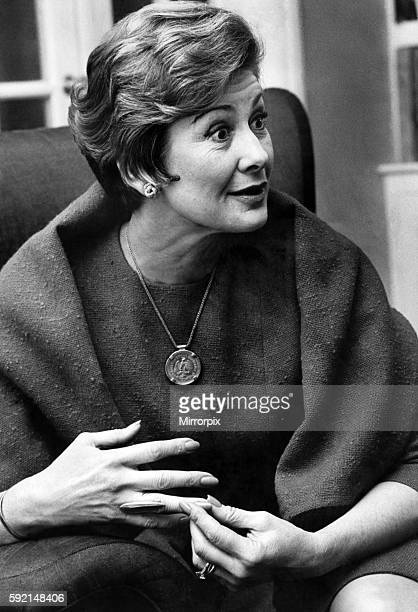 Dinah Sheridan Pictured in her home in Notting Hill Gate February 1967 P008054