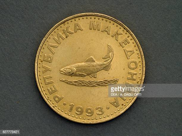2 dinara coin obverse trout Macedonia 20th century