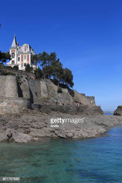 Dinard : villa 'Les Roches Brunes' , on the 'Pointe de la Malouine' headland. Protected property belonging to the city of Dinard. It's registered in...
