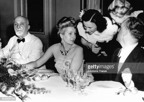 Diner de gala en l'honneur de l'épouse du Président argentin Eva Peron lors de sa tournée européenne en 1947 à la Scala Milan Italie