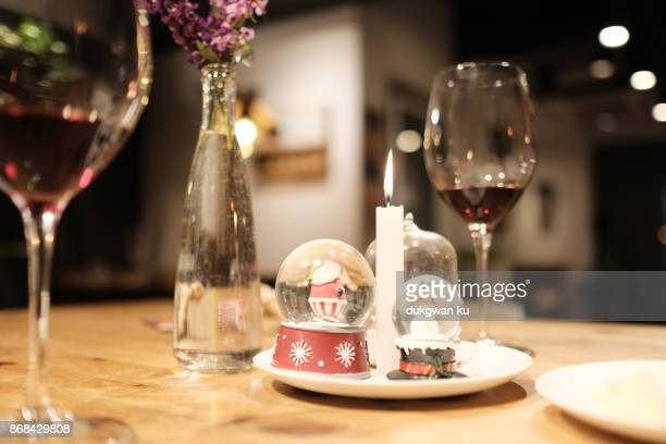 CHRISTMAS diner table with wine