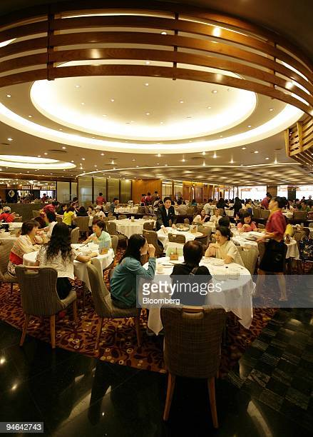Diners eat at a Tao Heung restaurant in the Tseung Kwan O area of Hong Kong China on Tuesday June 5 2007 Tao Heung an operator of restaurants in Hong...