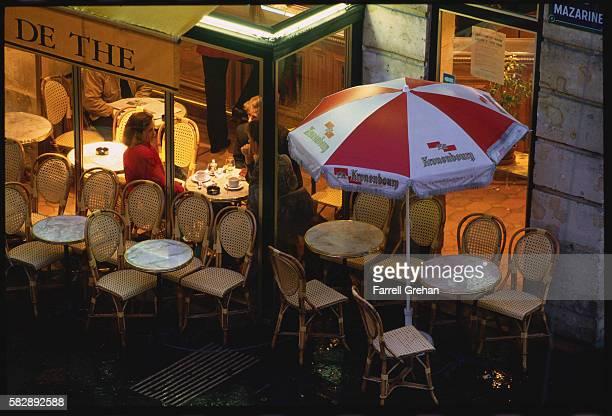 Diners in Sidewalk Cafe