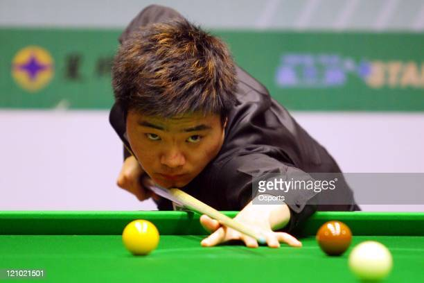 Ding Junhui plays a shoot Ding Junhui of China 12 Graeme Dott of England and won with 21 Jamie Cope of England in two exhibition games after the...