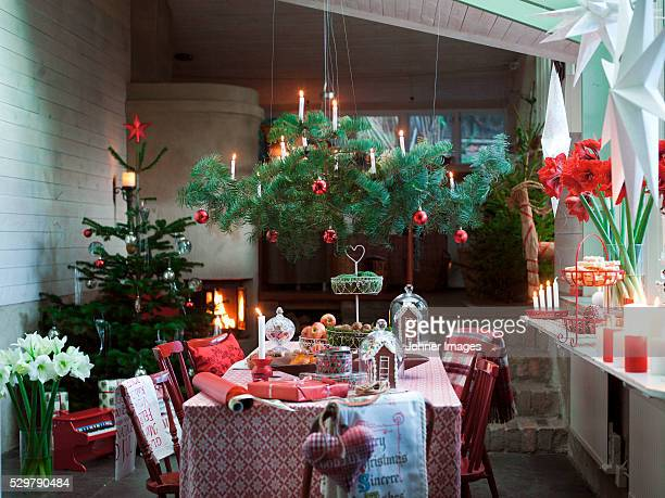 dining room with christmas tree and christmas decorations - country christmas stock pictures, royalty-free photos & images
