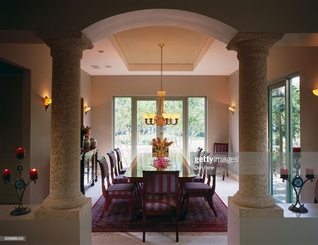 Dining Room With Doors To Yard Stock Foto