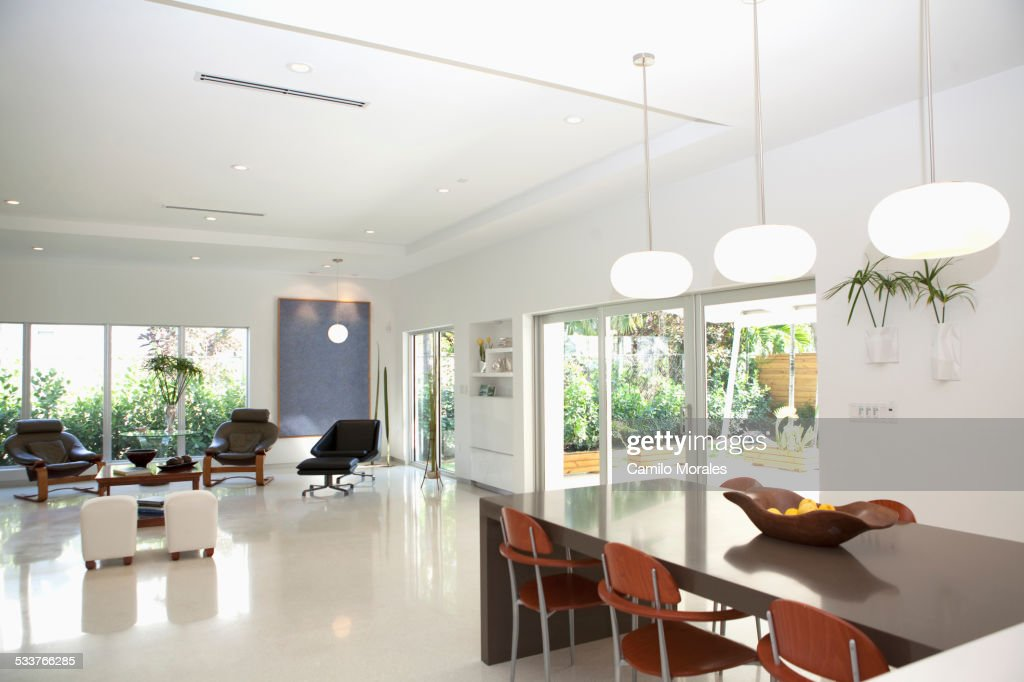 Dining table and living room in open living space : Foto stock
