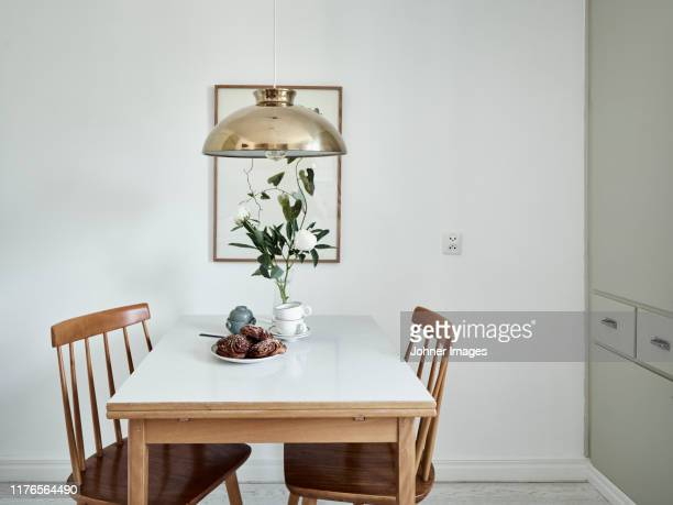 dining table - esstisch stock-fotos und bilder