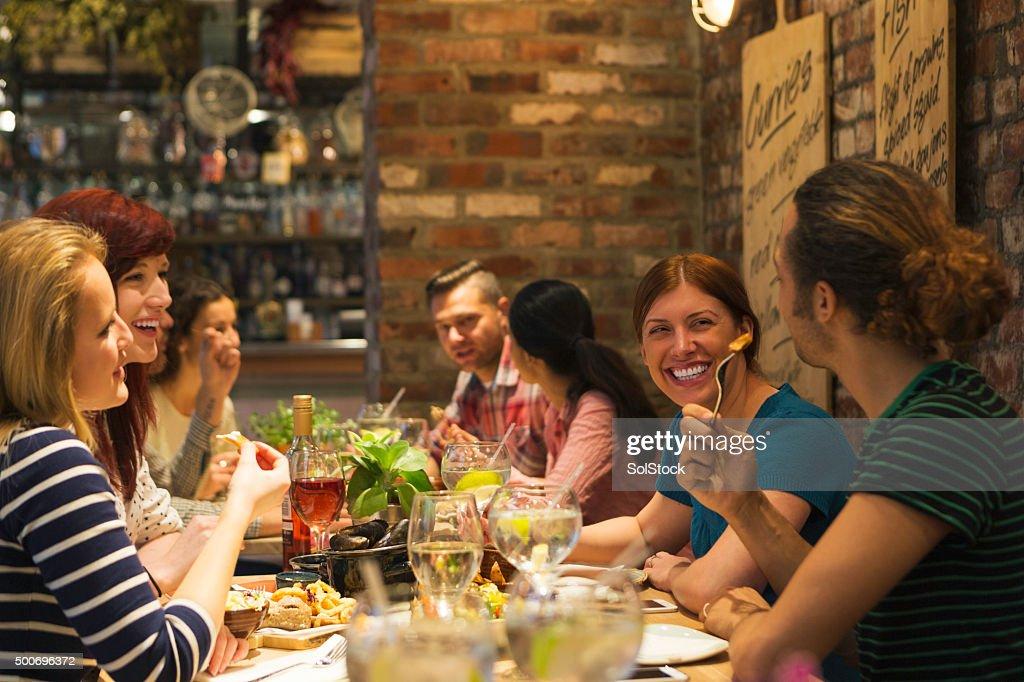Abendessen mit Freunden : Stock-Foto