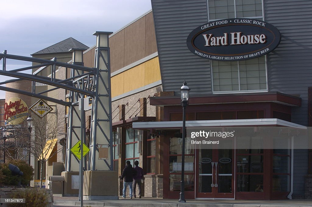 (bb) dining14_bb_1 -- Yard House restaurant and pub at Colorado Mills mall. Brian Brainerd/The Denver Post : News Photo