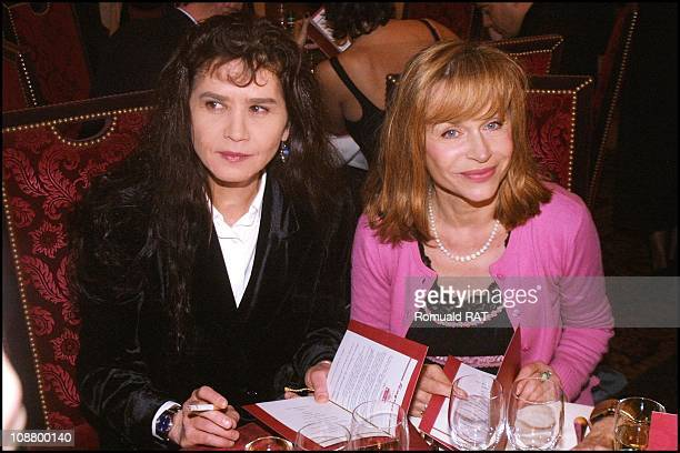 Dinner at the Fouquet's Elisabeth Depardieu and Maria Schneider in March 2001