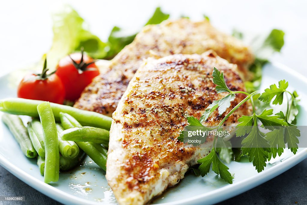 Dinner of grilled chicken breasts, green beans and tomatoes : Stock Photo
