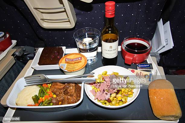Dinner on my economy seat flight with Air France from New York, JFK to Paris, Charles de Gaulle. <b>Meny:</b> Edamame and pastrami Sauté of beef...