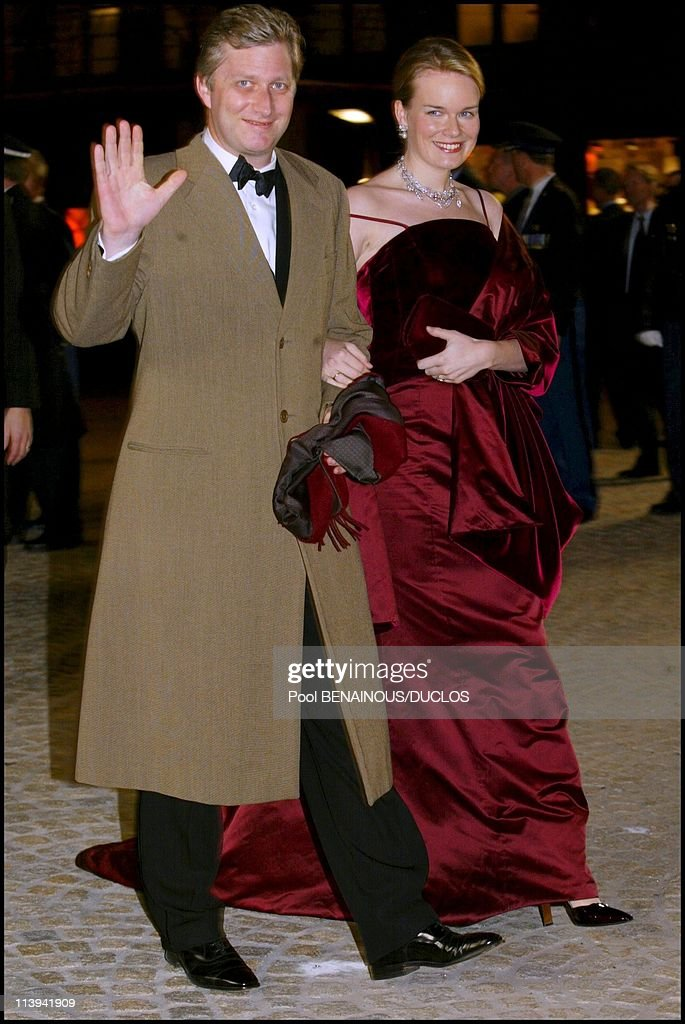 Dinner party and ball to celebrate Queen Beatrix of the Netherland's birthday In Amsterdam, Netherlands On January 31, 2002- : Fotografía de noticias