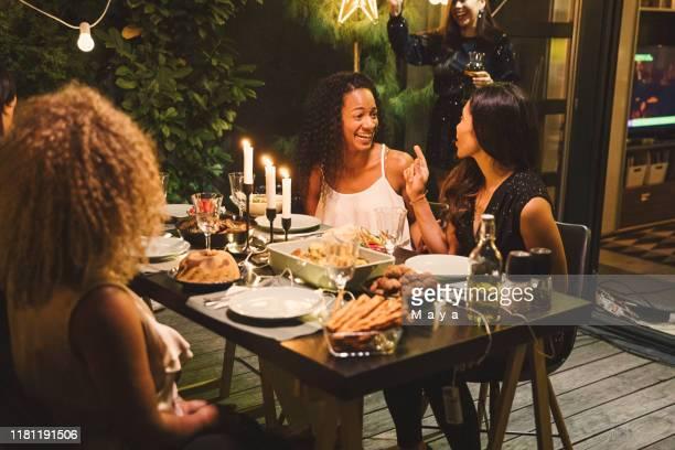 dîner - invité photos et images de collection