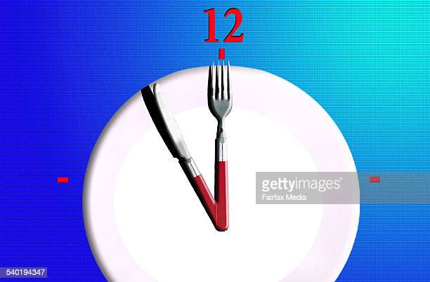 Dinner plate with clock hands