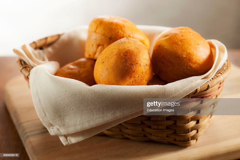 Dinner rolls in a bread basket : News Photo