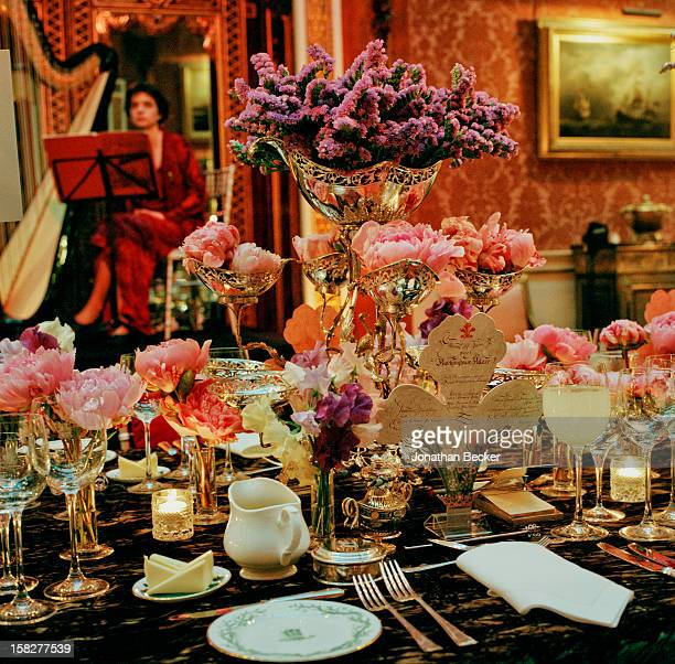 A dinner setting is photographed for Vanity Fair Magazine on June 21 2003 at Buckingham Palace in London England PUBLISHED IN JONATHAN BECKER 30...