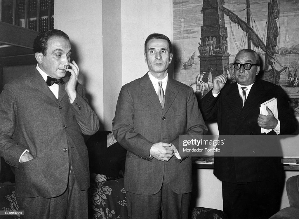 Dino Buzzati And Alfonso Gatto With Orio Vergani : News Photo