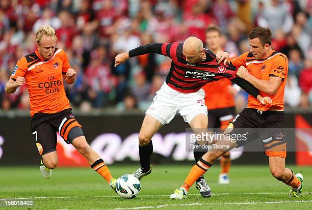 Dino Kresinger of the Wanderers competes with Matthew Jurman and Mitchell Nichols of the Roar during the round ten ALeague match between the Western...