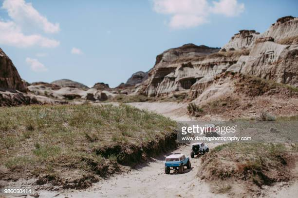 dinosaur provincial park - off road vehicle stock pictures, royalty-free photos & images