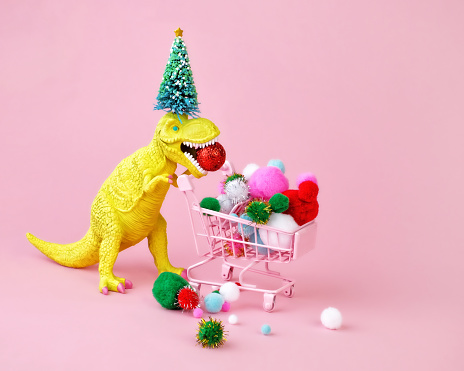 Dinosaur pushing and filling a shopping cart. - gettyimageskorea
