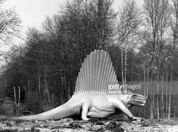 Dinosaure dimétrodon dans le parc de SaintVrain dans l'Essonne France