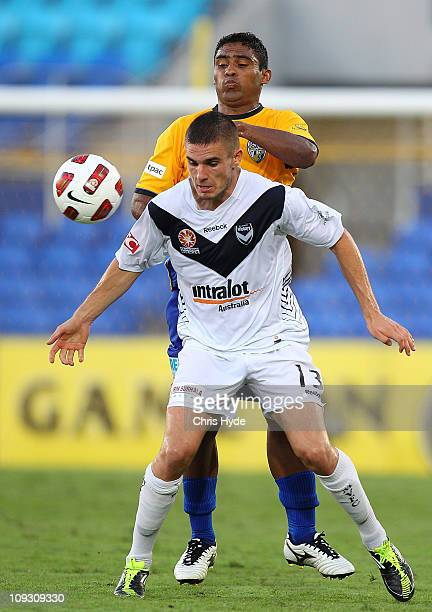 Diogo Ferreira of Victory and Anderson Alves Da Silva of United compete for the ball during the ALeague 2nd Elimination Final match between Gold...