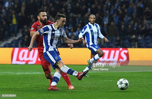 Diogo Jota of FC Porto scores his sides fifth goal during the UEFA Champions League Group G match between FC Porto and Leicester City FC at Estadio...