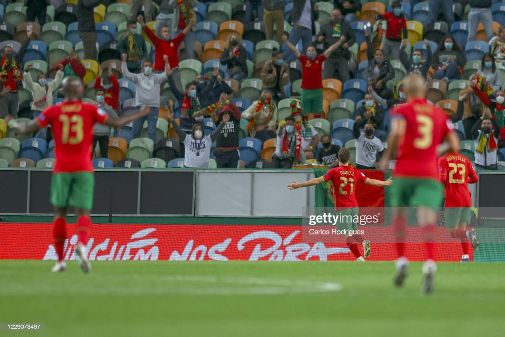 Portugal v Sweden - UEFA Nations League : Photo d'actualité