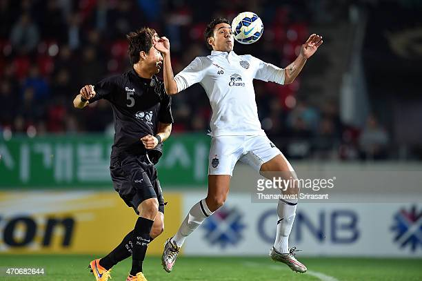 Diogo Luis Santo of Buriram United and Lim Chai-Min of Seongnam FC competes for the ball during the Asian Champions League match between Seongnam FC...